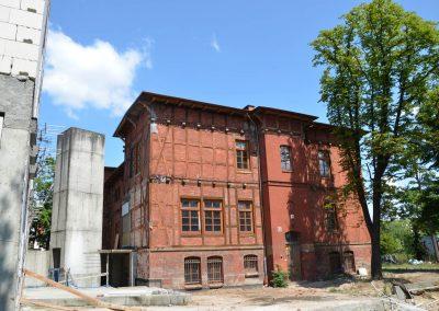 Szyb windowy i łącznik w budowie starą i nową część