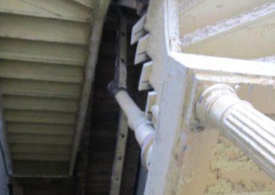 Zabytkowe schody w historycznej klatce schodowej Kasyna